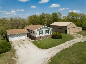 1527 County Road 1210, Moberly, MO 65270