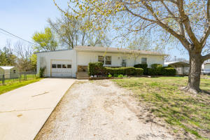 929 St Charles, Moberly, MO 65270