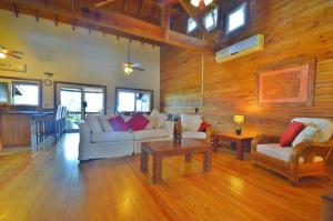 At the top of Sunset Villas, Sea View Town House West End, Roatan,