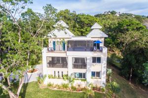 House with top floor pool!!, Casa De Sandridge:, Roatan,