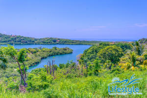 CoCo Road - First Bight, Lifestyle by Atocha, Roatan,