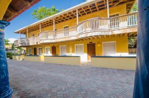 at Caribe Tesoro, Garden Condo #2, Roatan,