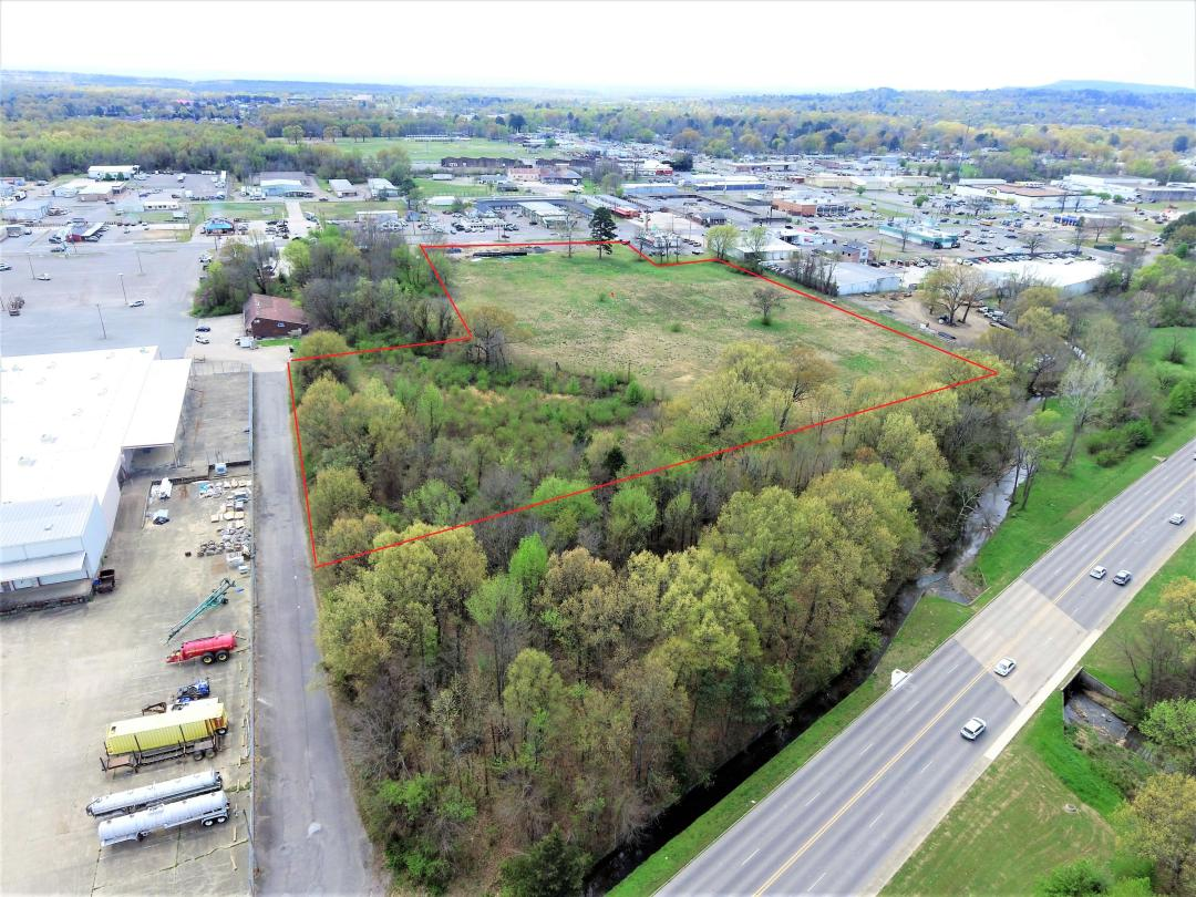 High traffic, high volume property ideally located between Russellville's two major East/West corridor. Perfect location for retail, medical office space, or any commercial interest. All utilities available.