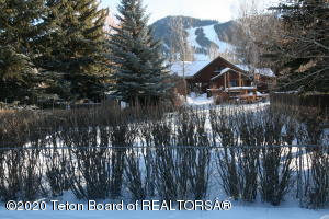 385 E BROADWAY & 370 E DELONEY AVENUE, Jackson, WY 83001