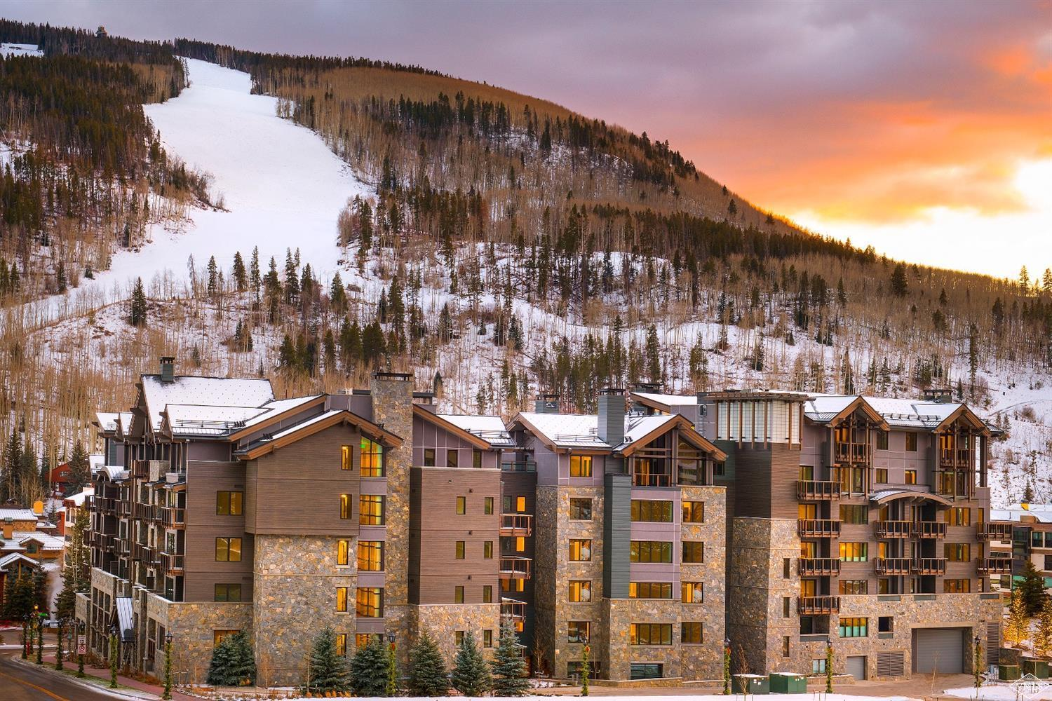 This large south-facing premium 2-bedroom corner residence offers commanding Vail Mountain views. One of the larger two bedrooms available, and includes a third bath to accommodate additional guests. Luxury amenities include ski concierge, infinite-current lap pool, fitness center, and on-site management.