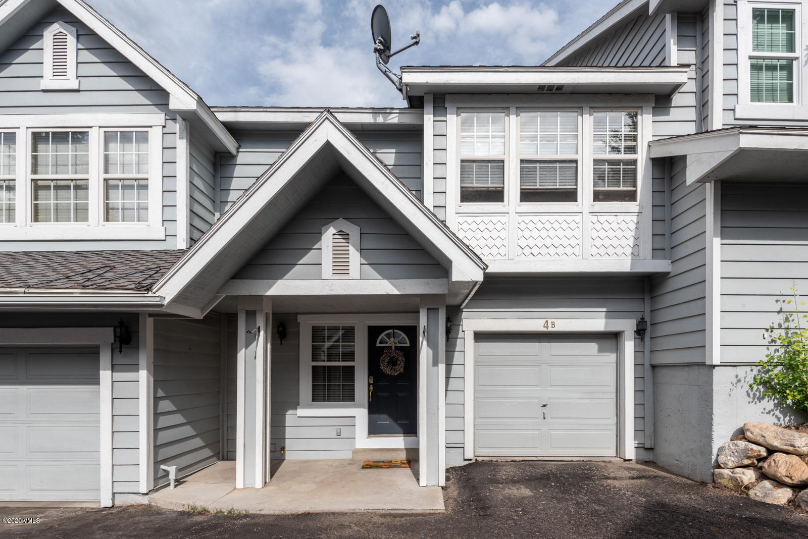 Well maintained 4 bedroom townhome in the heart of Edwards. Upgrades include granite countertops in the kitchen, hardwood floors on the main living level, stone floors in the entry, stone fireplace surround, new furnace, hot water heater and washer dryer within the last 2 years.Please observe the Covid 19 showing guidelines posted on the front door!