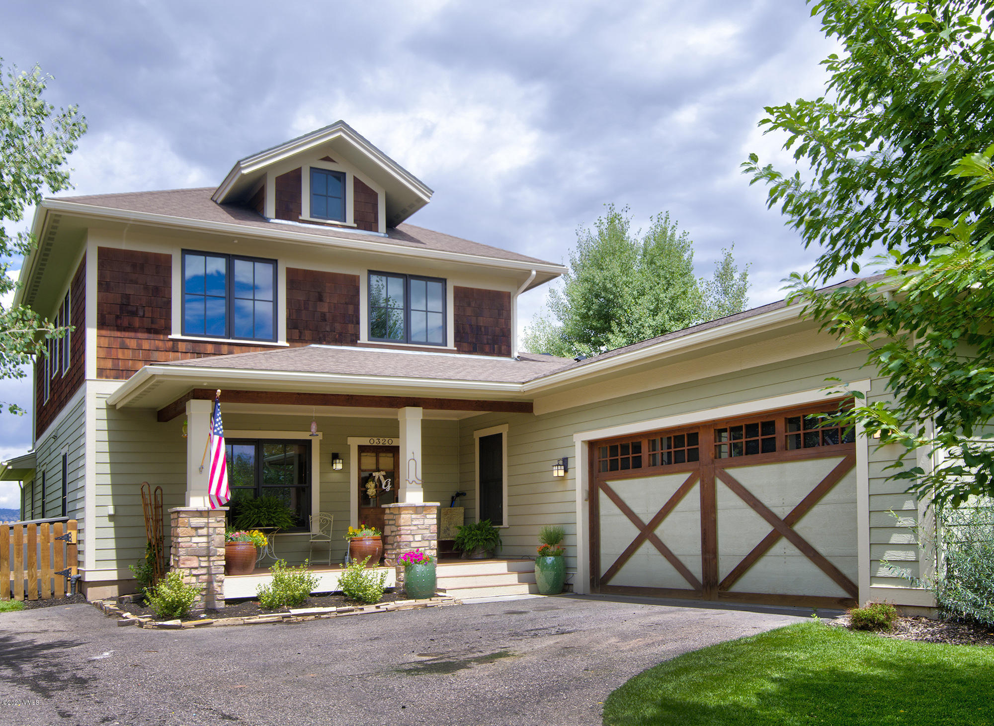 This gorgeous 5 bed/ 5 bath home backs up to the golf course and is in the desirable Aidan's Meadow neighborhood.  With a finished basement, open living/kitchen area, outdoor theater, new paint on the main level, and fenced in yard you will feel at home instantly!