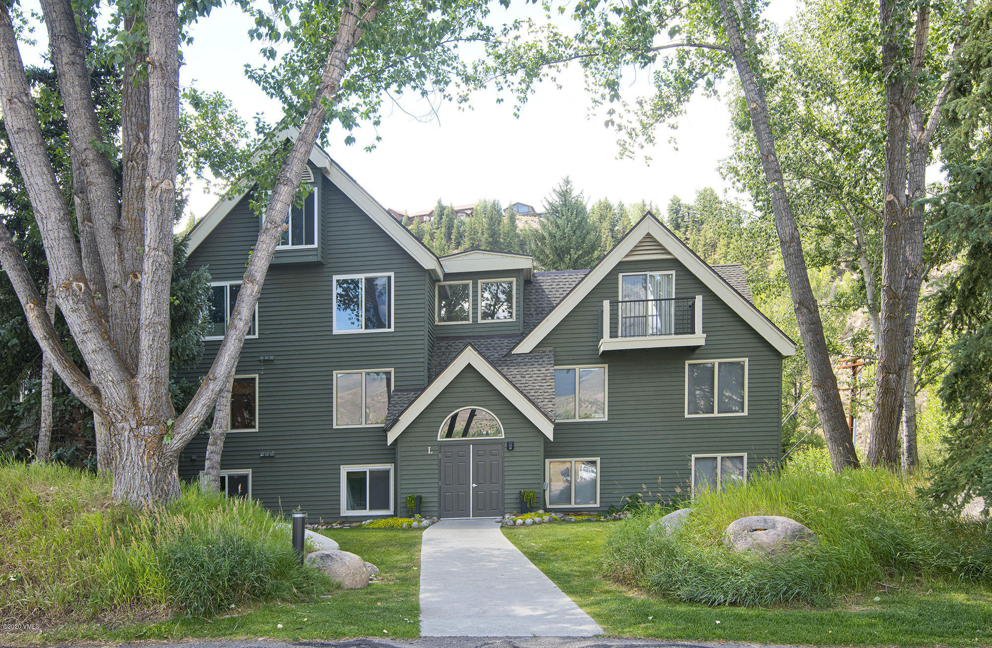 Don't miss an opportunity to have your own slice of heaven in the heart of it all.  This updated 2 BD in the Reserve offers a community pool and clubhouse overlooking the beautiful mountains and the Eagle River.  The Wood burning stove, makes a cozy and efficient heating ambience.   Walking distance to Riverwalk and on the local Edwards bike path making this condo convenient for any of your adventures.  Just a short drive to Beaver Creek and easy access to Vail, this home is an ideal first, second or rental property.