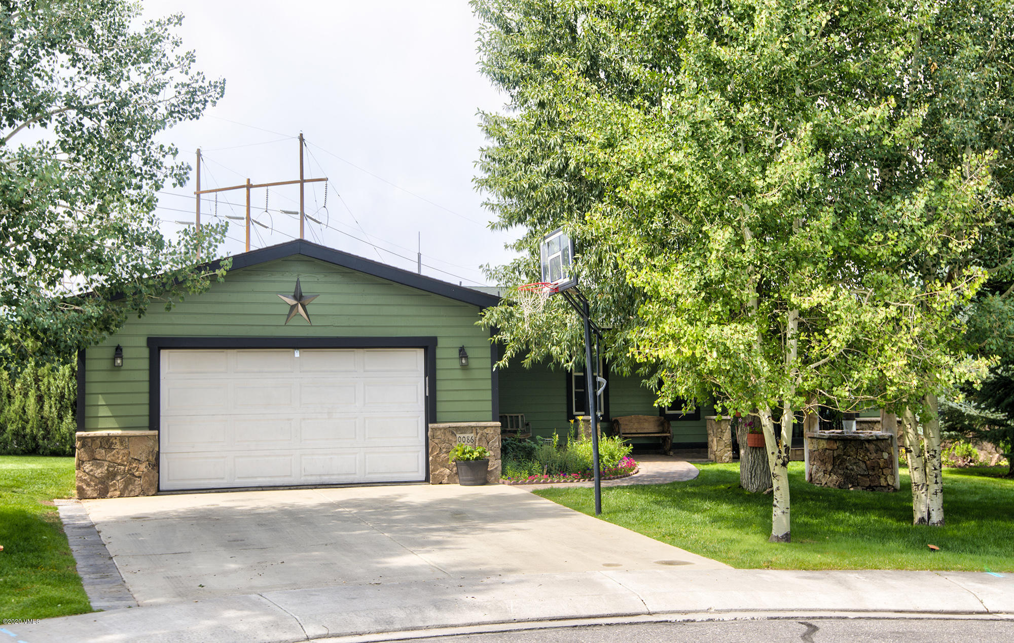 This is the perfect house! located in the quietness of a culdesac; the property offers upgrades in the kitchen, bathrooms, floors, a private and large back yard with a huge deck to enjoy.
