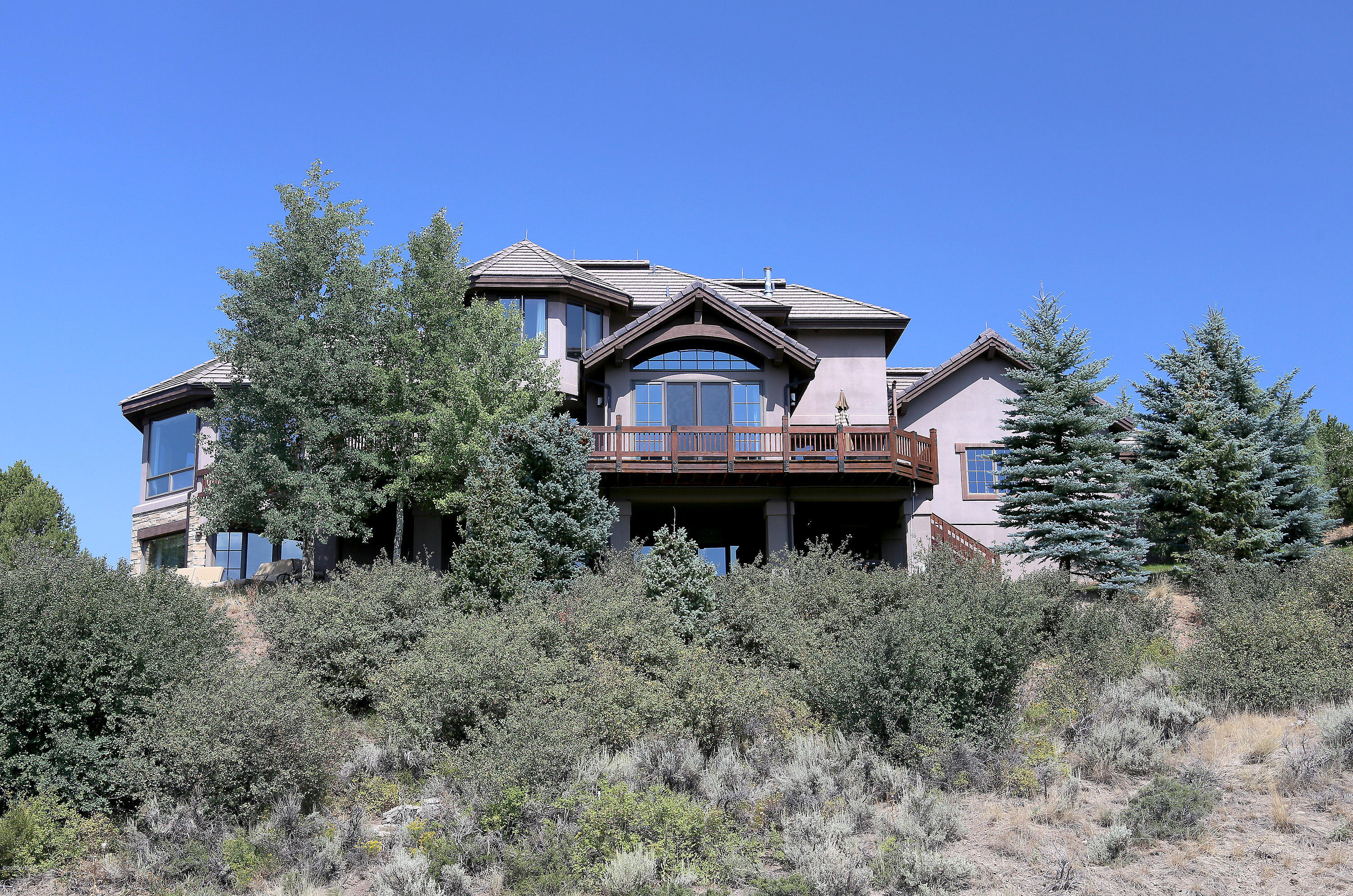 This spectacular Mountain Contemporary residence has stunning 360 degree views and beautiful high end handcrafted finishes. Gourmet kitchen with hearth room, private primary bedroom suite on it's own level, three additional en suite bedrooms, spacious family living areas, custom built study and second catering kitchen for entertaining. Large decks and patios create wonderful indoor/outdoor living. Quick access to Edwards and the Vail Valley, close to the Short Golf Course, Open Space with hiking trails and all the other Cordillera amenities make this a remarkable location to call home.