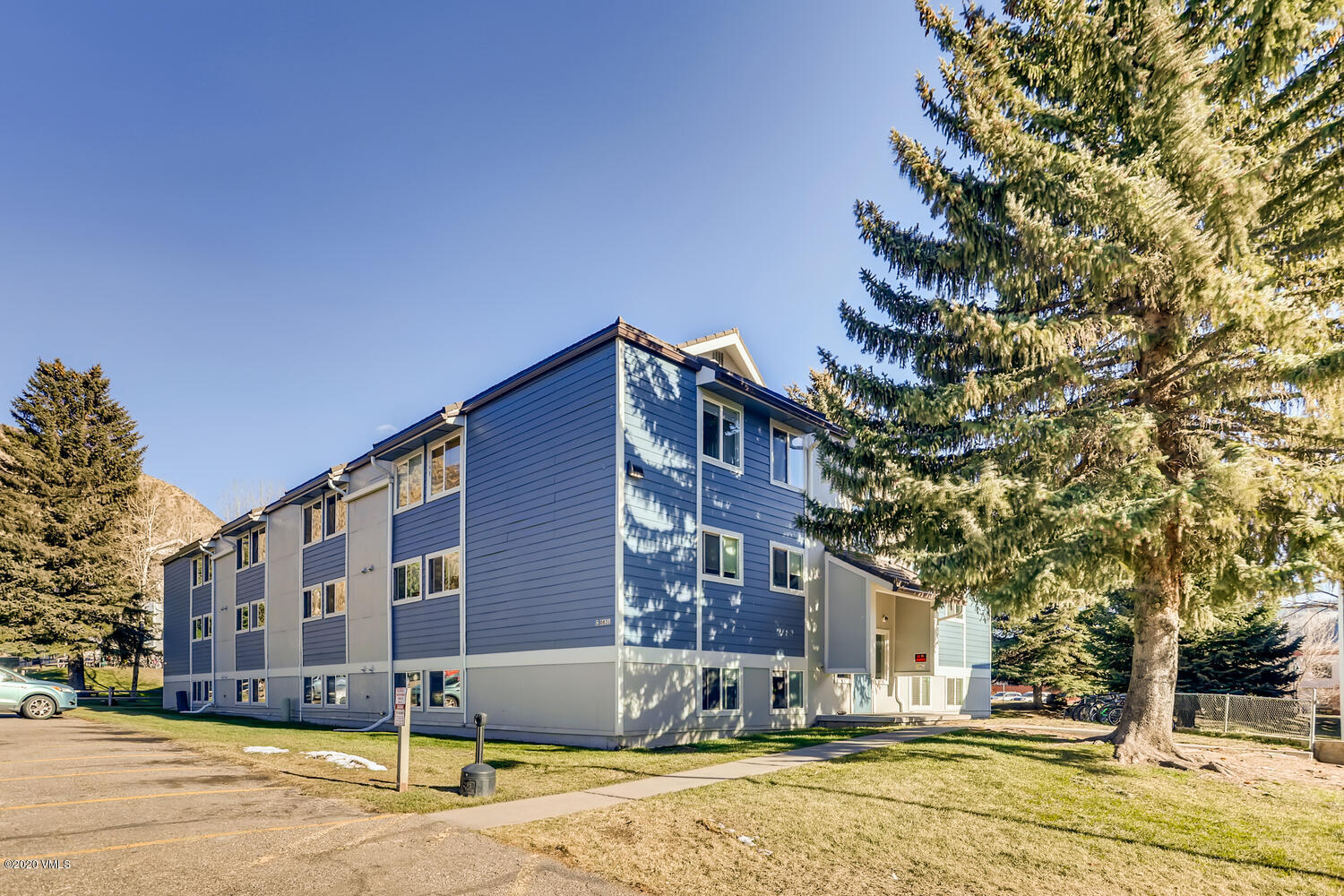 Fantastic location at the base of Beaver Creek mountain. This 2 bd/1 ba condo is ideally located just steps from Nottingham road, bike trails, shops and restaurants. Great rental history and ready for a new owner!
