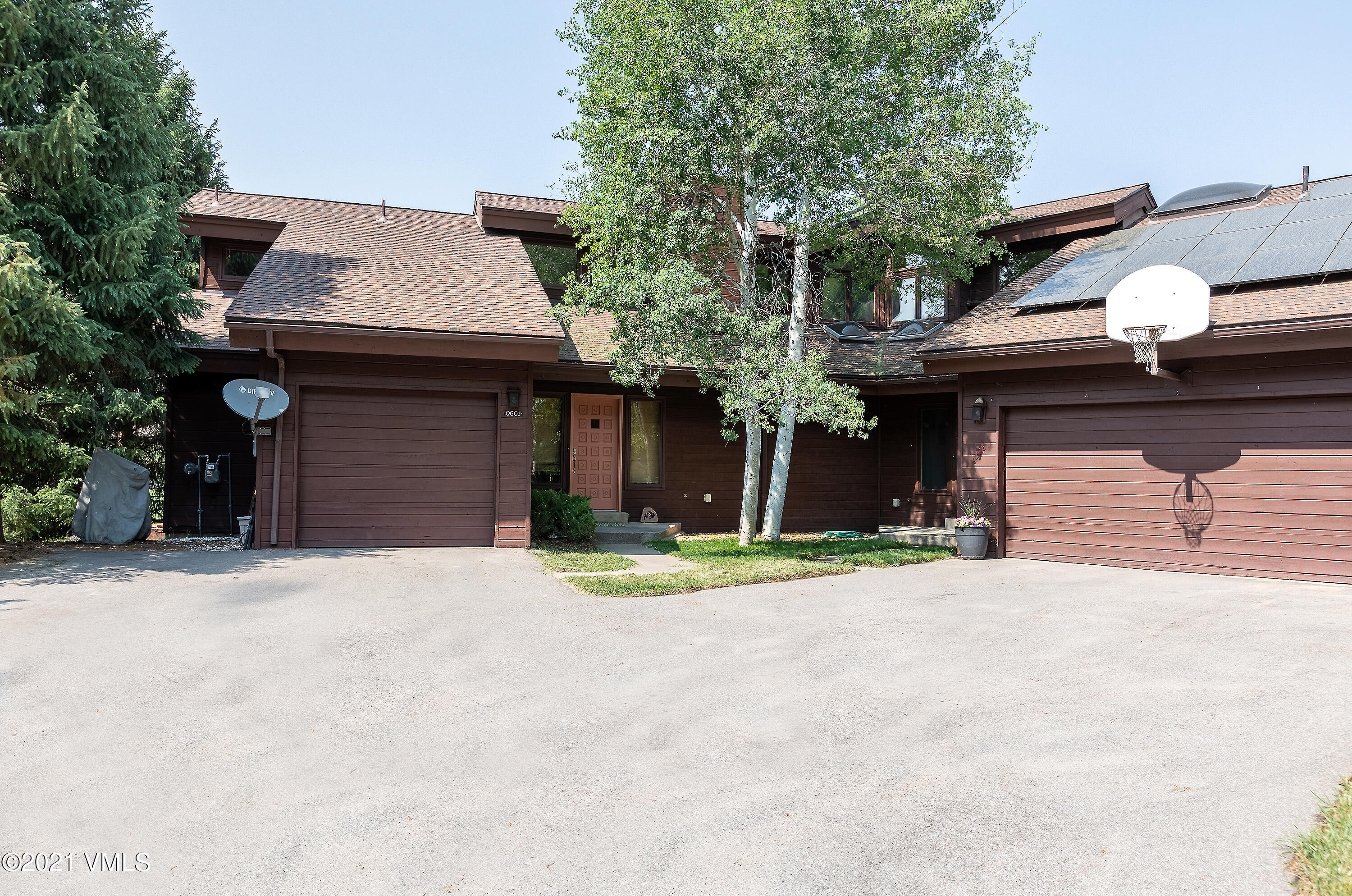 One of the best settings in EagleVail.  This light and bright duplex has 3 bedrooms, 2.5 baths, and a one of the largest great rooms in the neighborhood with vaulted ceilings and plenty of windows.  The full-length deck overlooks 3 ponds and the golf course.  It also has a generous laundry with window, sink, and folding table.  The home is split level, just 6 steps up to the kitchen from garage and 6 steps down to bedrooms and laundry.  A desirable floorplan for today's market.