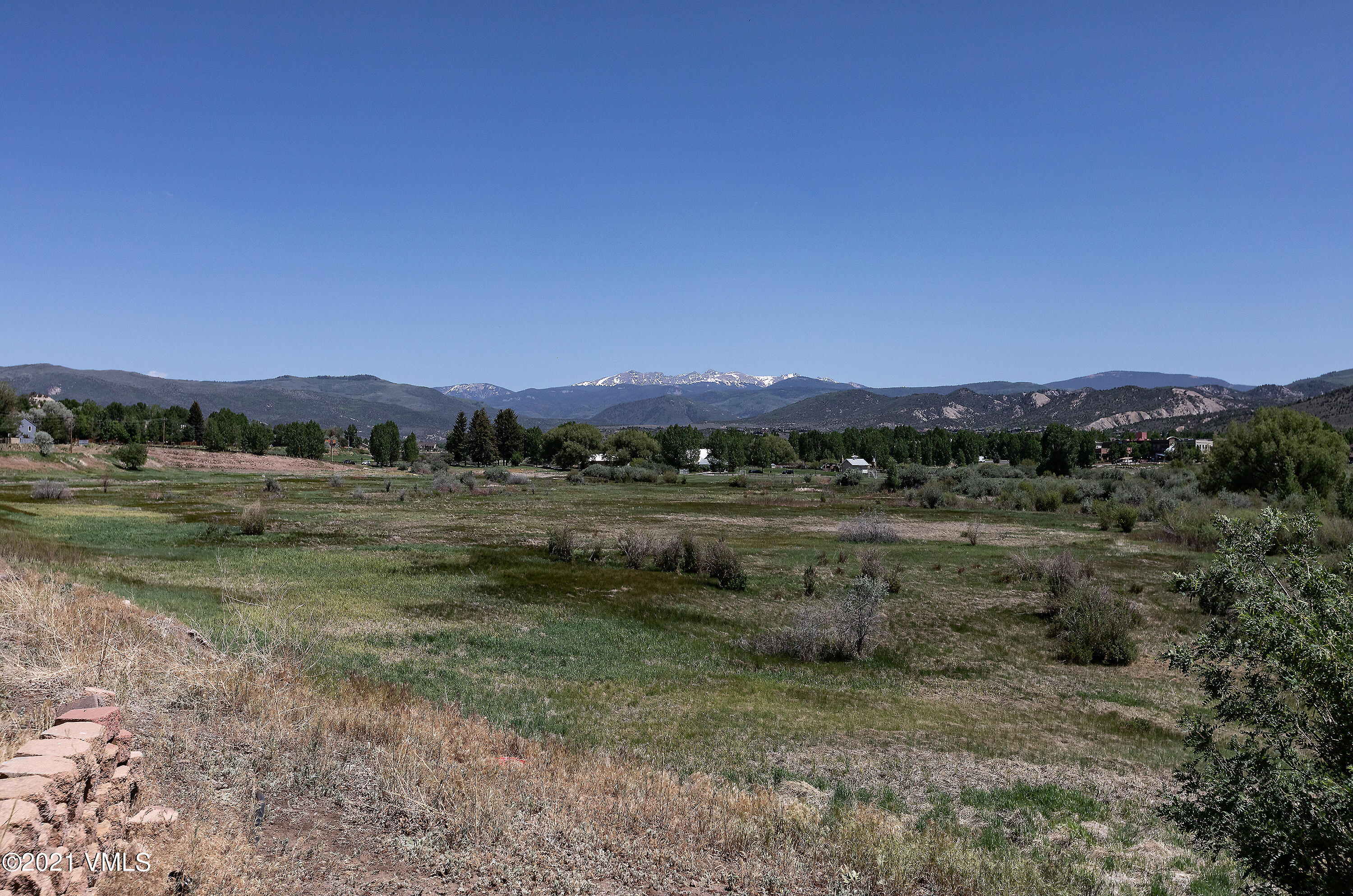 Picturesque views await you at this 2-bedroom and 2-bathroom residence.  It is situated on more than a third of an acre of land without any HOA.  Enjoy sights of the mountains, meadow, and creek from the back deck.  Take this opportunity now to own your own home or rental property.