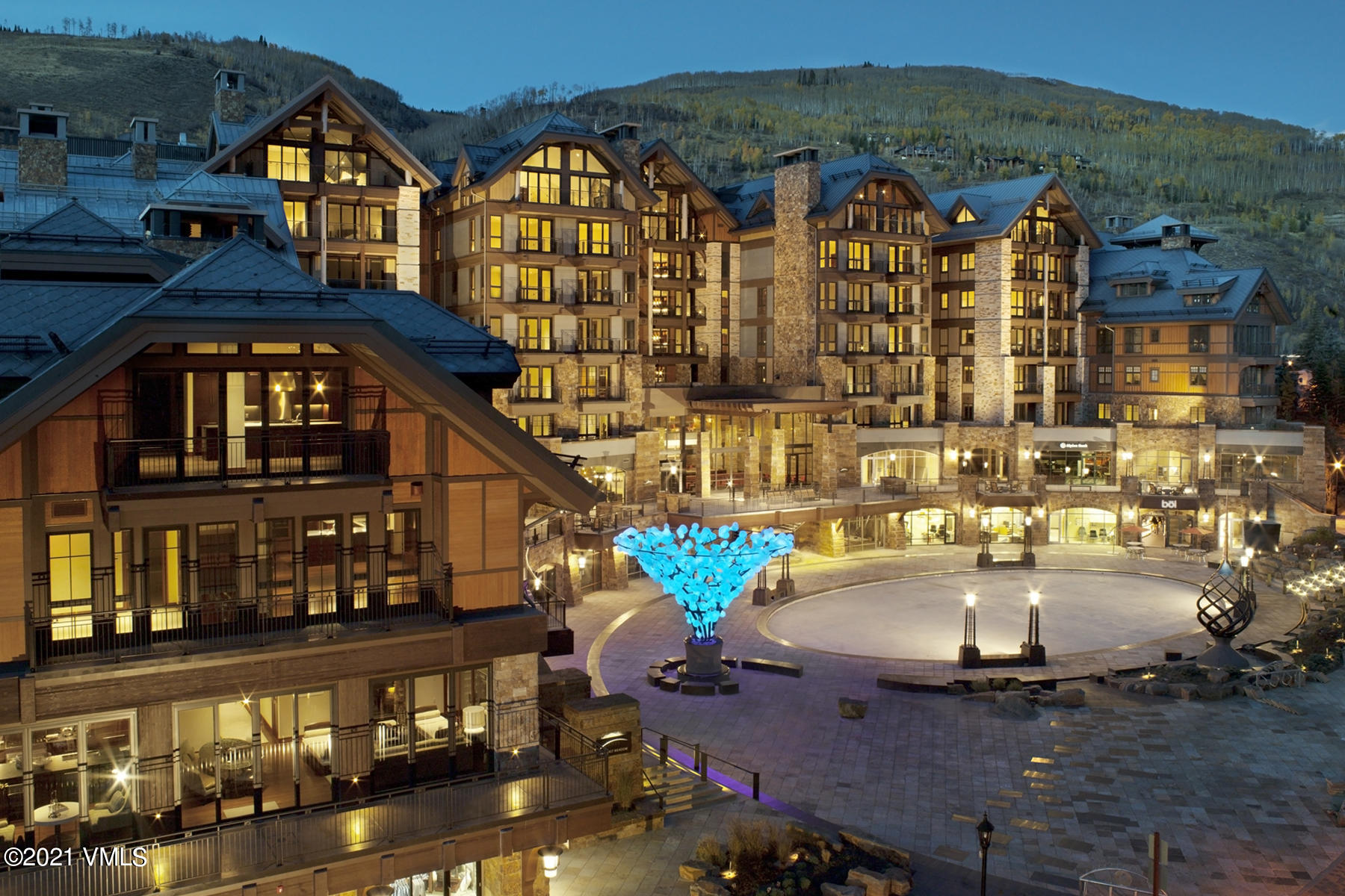 Bright, open floor plan with great natural light. Enjoy the best of Vail Village from the center of it all! Amenities include indoor heated swimming pool and hot tub, fitness center, Matsuhisa restaurant, bowling alley and several fine retail shops. https://www.solaristsgvail.com/?mls