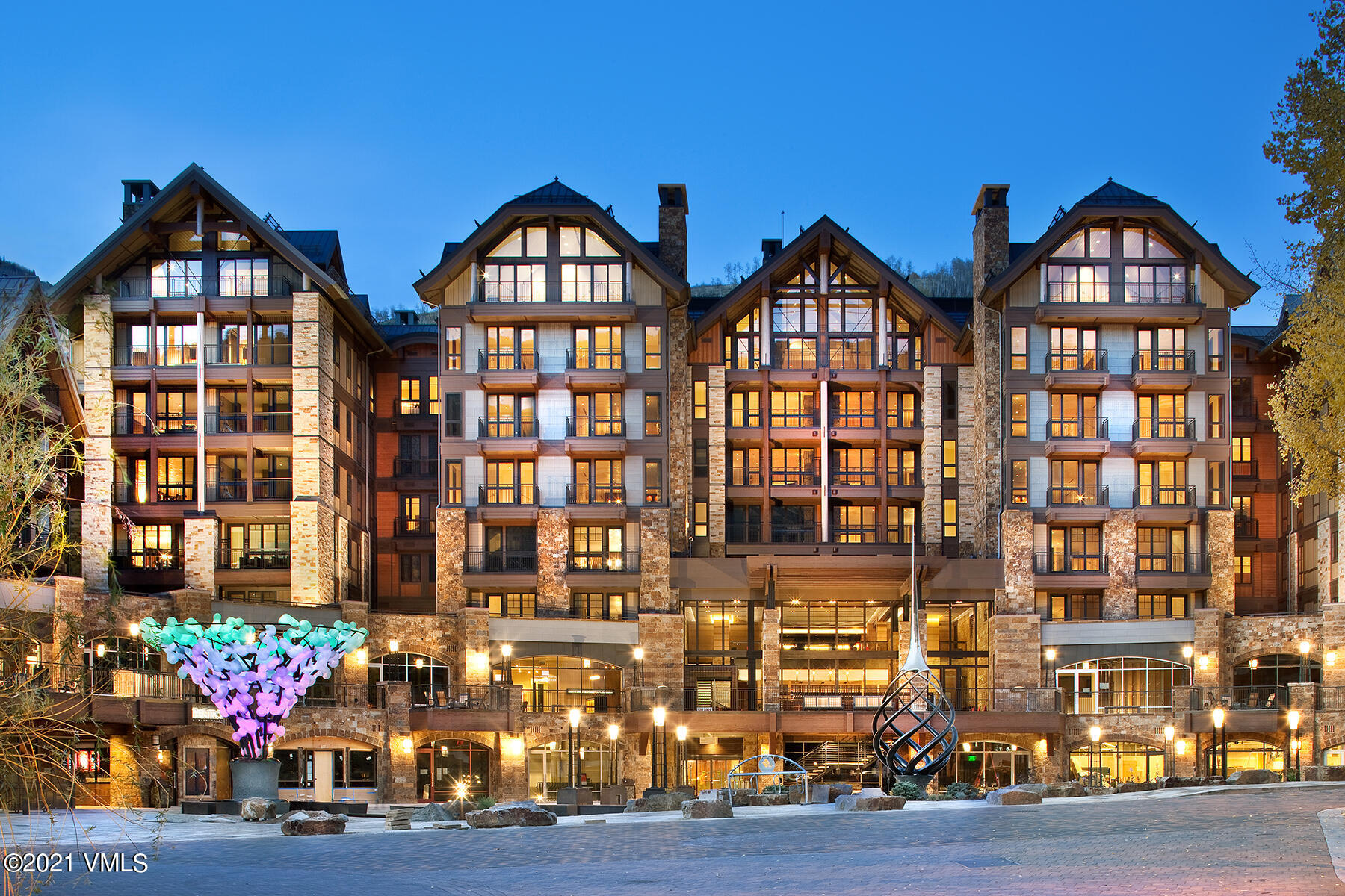 Spacious 3 Bedroom + Den Residence the heart of Vail Village. Den space can function as a 4th sleeping area or media room.  On-site amenities including 24hr concierge service, valet parking, indoor swimming pool & hot tub, fitness center and world-class, Matsuhisa dining. Walking distance to everything lifts, shops and restaurants, the Best of Vail Village!