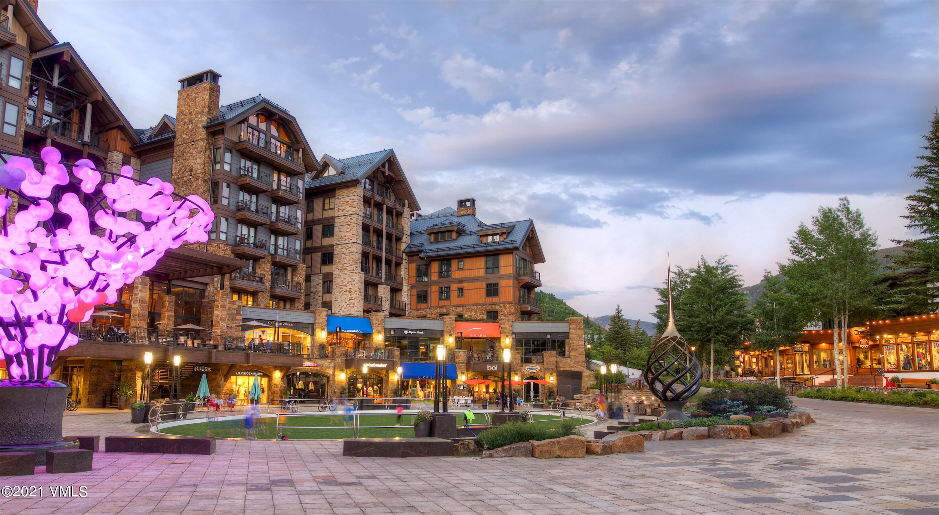 Large 4 Bedroom + den unit available at the Solaris Residences with beautiful mountain views making it the perfect fit for a family. As part of the premier building in Vail owners get access to five star services and amenities, lockers at the ski lift and high end quality finishes.