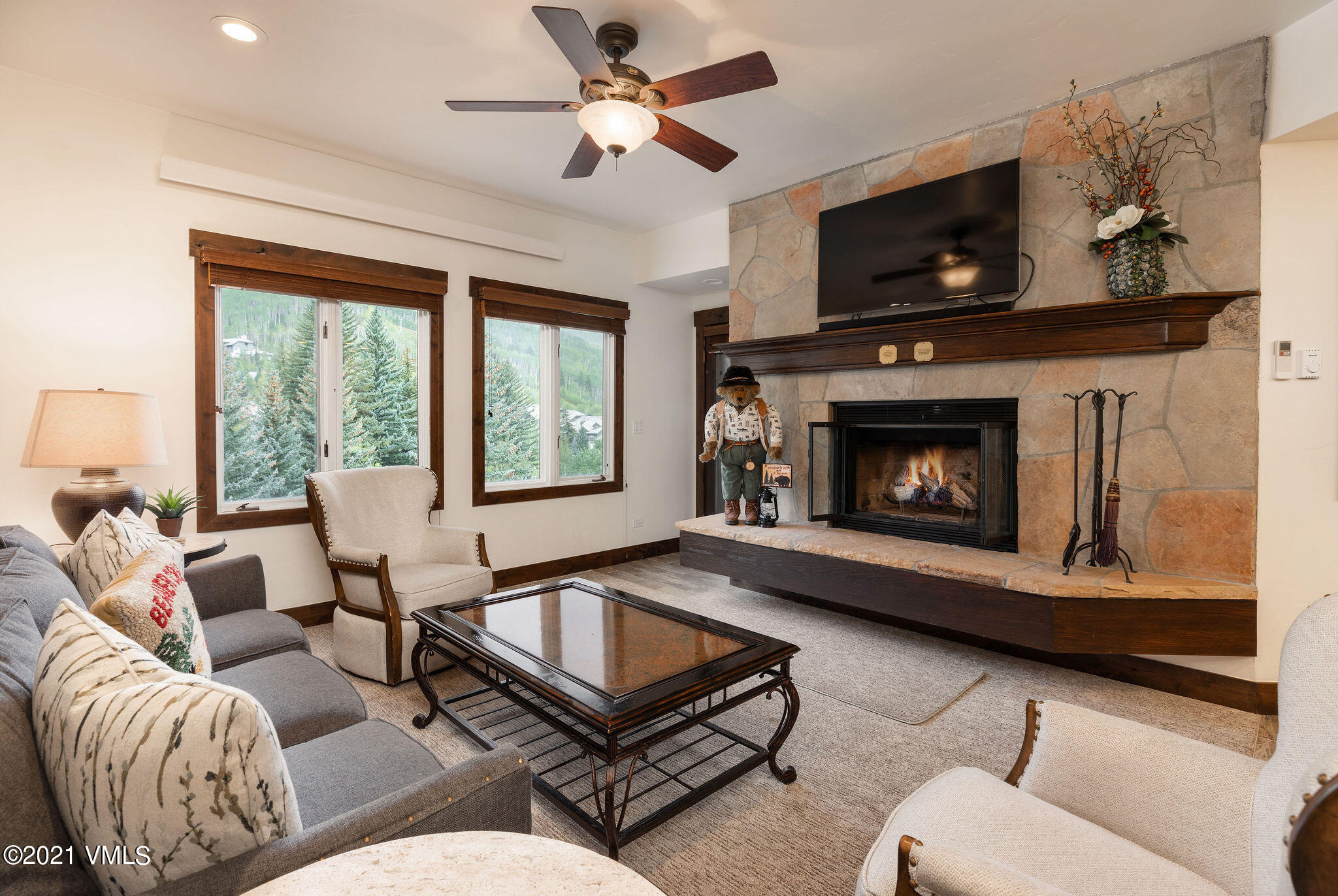 Gorgeous remodel on this 2-bedroom, 2-bath with all new doors, floors, counters, appliances, you name it. Close proximity to front desk, garage, amenities and village. Ski-in and out.