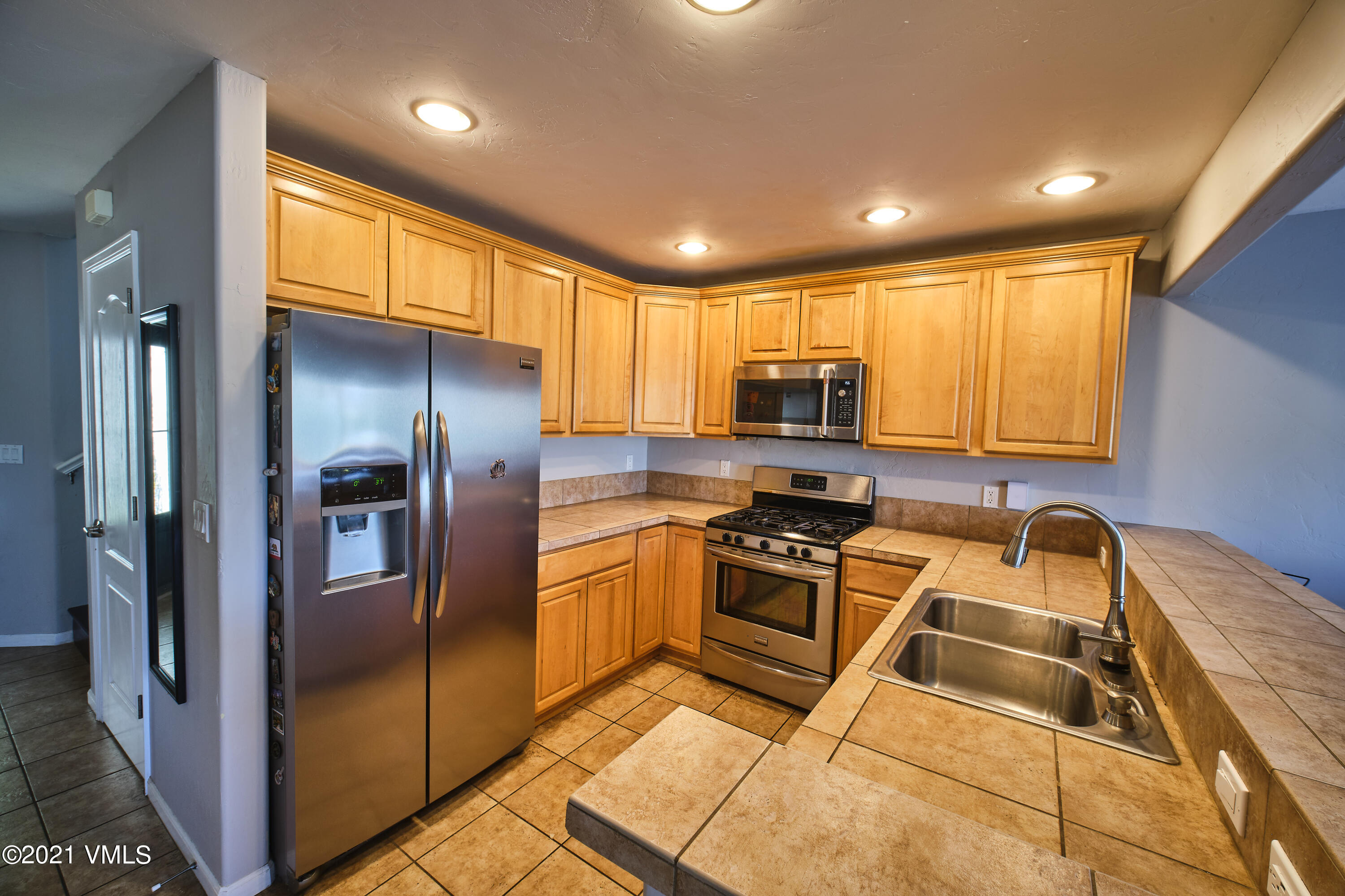 This is an opportunity you can't miss! 3bd/2.5 ba with one car garage  townhome in a highly desirable Eagle location. The property is deed restricted. Call for details.