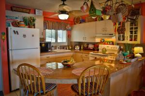 Bright, welcoming Kitchen