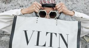 c4fe946e84dd8 Valentino ha abierto su tienda principal en el Luxury Pavilion de Tmall