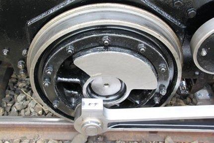 Steam locomotive wheel and piston
