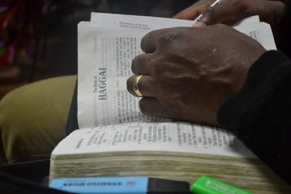 オープン, 聖書, 手, 本, 宗教, 神聖な, 読み取り, キリスト教, ページ, テキスト, キリスト