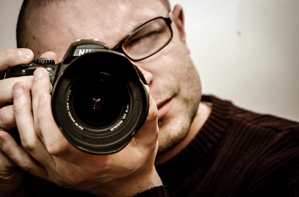 photographer 428388 960 720 - 会費婚プランはカメラマン込みなので安心です!