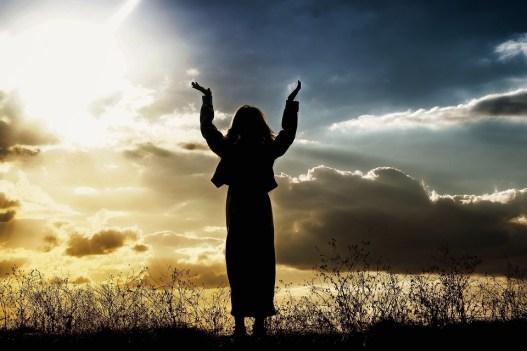 女性, 祈り, 信じること, 神様, 人, 日没, 称賛, 空, シルエット, 礼拝, 宗教, 平和, 太陽