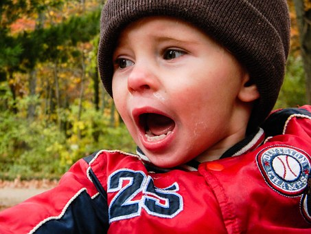 泣いている, 赤ちゃん, 幼児, 子, 顔をしかめる, 泣く, 少し, 子ども