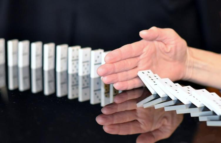 Dominoes, Small, Stop, Corruption