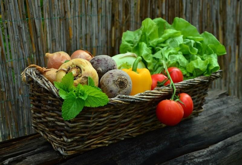 Chickpea, Cucumber, and Tomato Mason Jar Salad