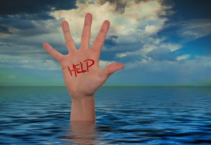 手, 海, 水, 波, 雲, ヘルプ, 保存, 溺死, 設定, 指, 青, 助けを求める叫び, 救助, 償還