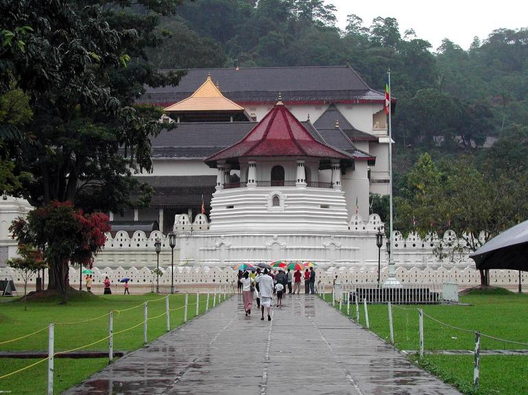 temple of tooth relic in kandy city