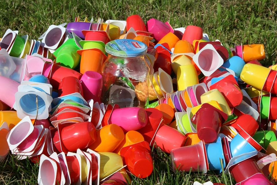 amas de pots de toutes les couleurs.