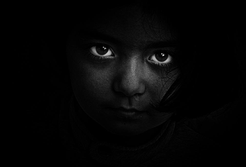 noir et blanc personne sombre photo
