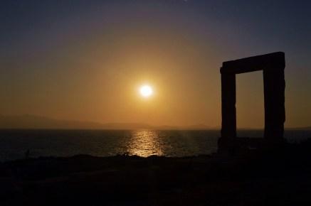 https://pixabay.com/es/photos/puesta-de-sol-grecia-isla-mar-1289080/