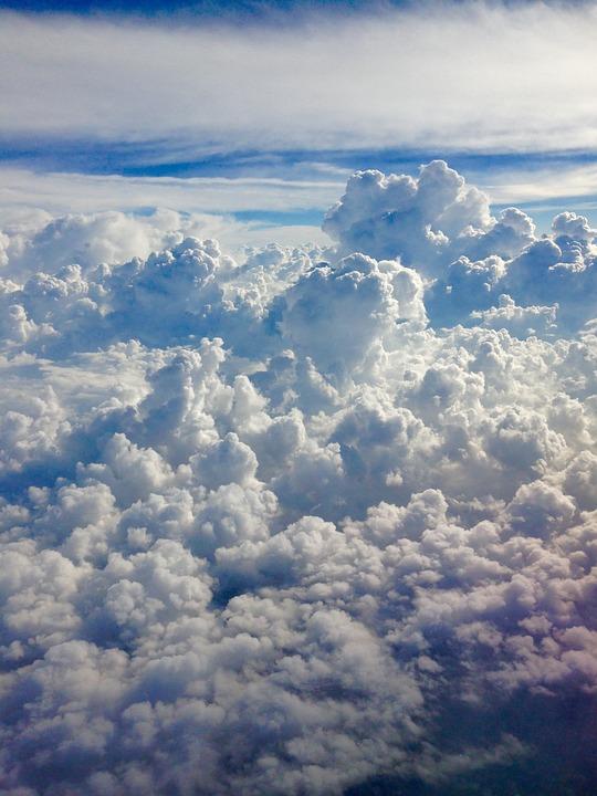 Deasupra Norilor, Alb Nori, Cerul Albastru