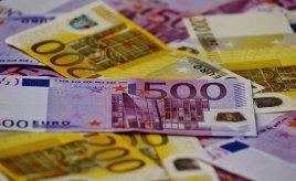 Geld, Scheine, Euro-Scheine, Währung und Optimalkredit.