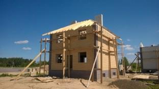 Er worden huizen gebouwd