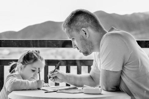 女の子, 父, 肖像画, 家族, 父権, 親, 親であること, 研究, 勉強, 関係, 一緒に, 人, 子
