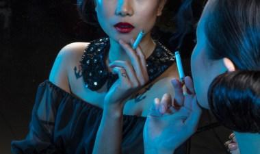 たばこ, ファッション, 女の子, グラマー, 人, 喫煙, 女性, 青色のファッション, 青い煙