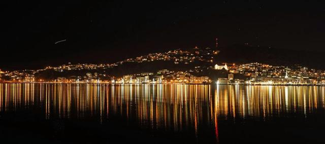 Wellington, Night Photograph, Lighting, Mirroring
