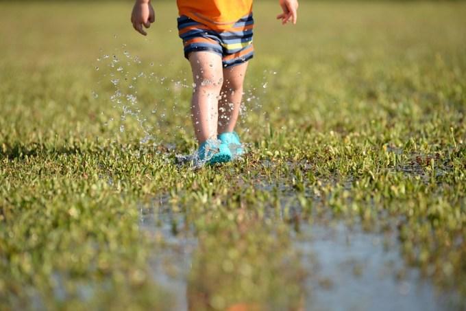 子, 足, しぶき, 泥, 水, 夏, 水の滴, 楽しい, 不注意です