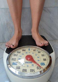 scale 2396062  340 - 「女性の体重は50kg以上が普通」SHELLYさんの苦言に
