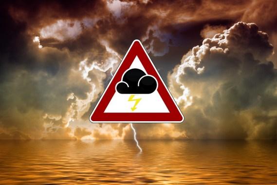 嵐, 厳しい気象警報, 警告, フォワード, 海, 水, 波, 湖, フラッシュ, 雷雨, 雲, 空, 暗い