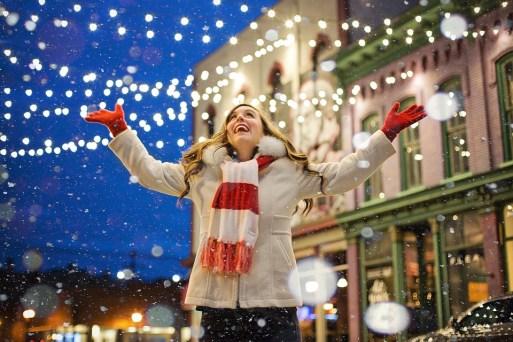 クリスマス, 幸せ, 女性, ライト, うれしそうな, 雪, クリスマスライト, 休日, 装飾, シーズン