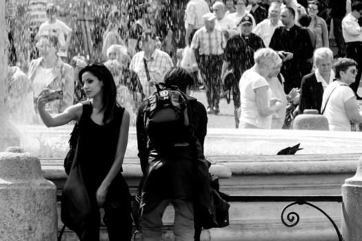 Roma, Lazio, Italia, Piazza San Pietro, Selfie, Donna