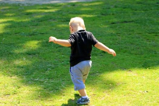 Bambino, Piccolo Uomo, I Primi Passi, Ragazzo, Infanzia