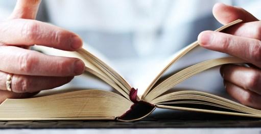 手, 本, 読み取り, 開いた本, 聖書, 文学, 本のページ, 学ぶ, 研究, 教育, ブラウズ, 登板