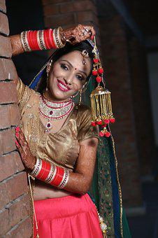 Indian Wedding Photography Poses Bride And Groom 1